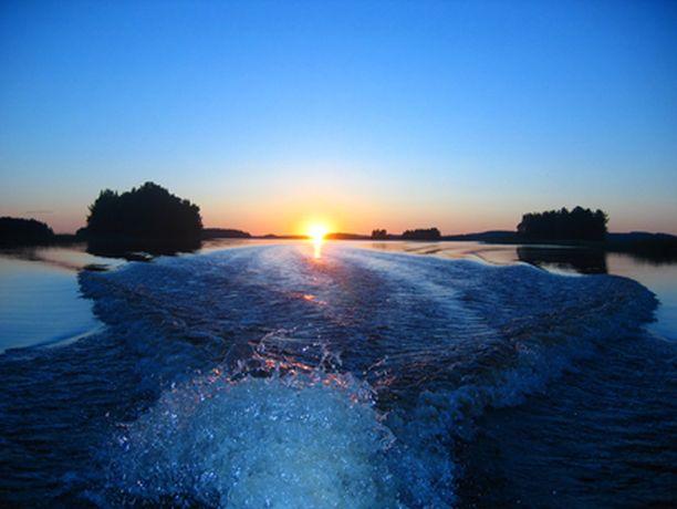 Veneretki öisellä Kallavedellä