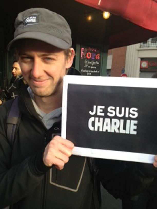 -Halusin tulla kanslalaismarssiin, koska haluan näyttää, että terroristit eivät ole voittaneet. Heitä oli kolme, meitä on Pariisissa kolme miljoonaa. Toivon, että ranskalaisten itsekkyys vaihtuu tämän myötä suuremmaksi solidaarisuudeksi, Mathieu sanoo.