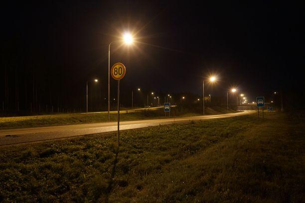 Onnettomuuspaikka on valtatie 12:lla Hollollan Kukonkoivussa.