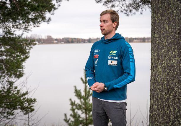 Joni Mäki onnistui perustreenikaudella SM-rullahiihdoissa voittamaan Iivo Niskasen.