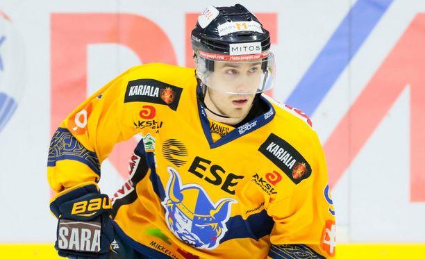 Jukurien Miika Roine iski Kouvolassa kaksi maalia.