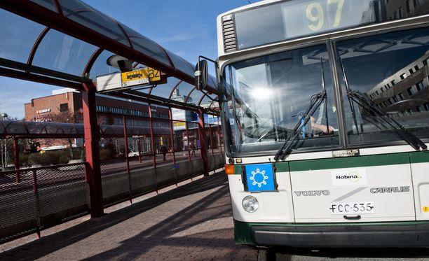 Nobina liikennöi lähes sataa linjaa, eli noin 40:tä prosenttia HSL-alueen bussiliikenteestä.