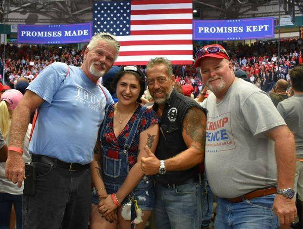 Ohiosta tullut Brian Moschello (vas.) ja eri puolilta Floridaa tulleet Deja Walker, Bruce Page ja Richard Gilbertson uskovat, että Trumpilla on enemmän tukijoita kuin kellään aiemmalla presidentillä.