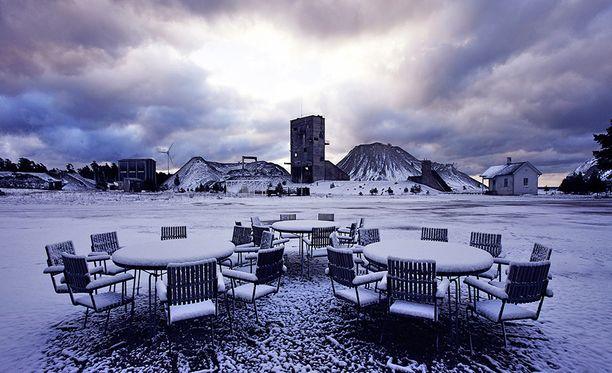 Fabriken Furillen Gotlannissa on tehty entiseen kalkkikivilouhokseen.