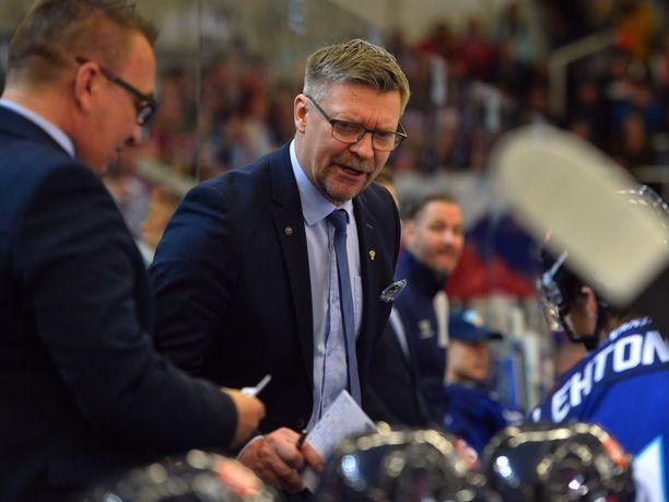 Jukka Jalosen mukaan Suomi saa pientä etua siitä, että joukkue saa jäädä alkulohkon jälkeen Kosiceen pelaamaan puolivälieräottelunsa.