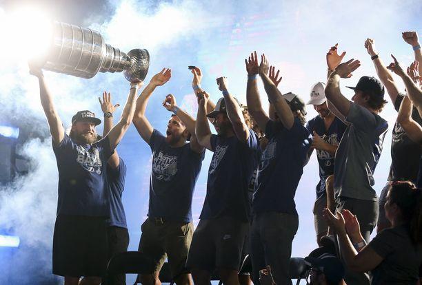 Tampa Bay Lightning juhli Stanley Cupia kapteeni Steven Stamkosin johdolla syyskuussa 2020.