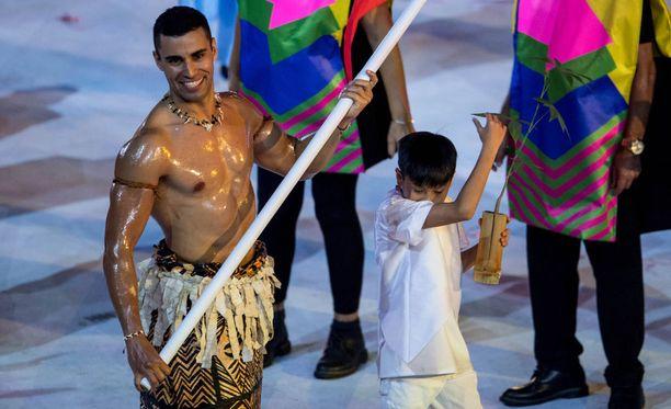 Pita Taufatofua paljasti pintaa Rion olympialaisten avajaisissa.