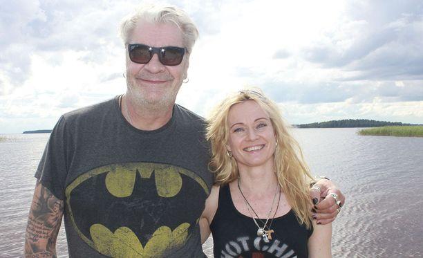 Jussi Lampi ja Marjo Salomaa ovat parisuhteessaan onnellisia. Molemmilla on riittänyt vastoinkäymisiä menneisyydessään.