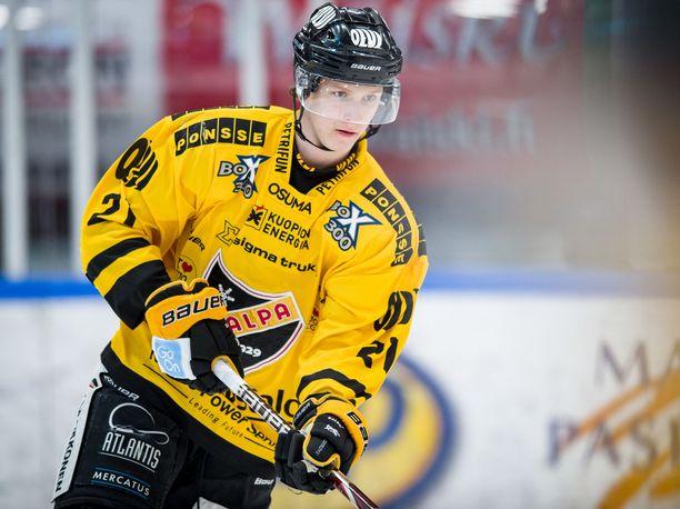 Eetu Luostarinen pelasi päättyneellä kaudella KalPassa.