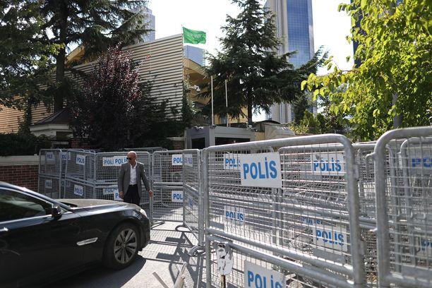Poliisit ovat eristäneet Saudi-Arabian konsulaatin Istabulissa.