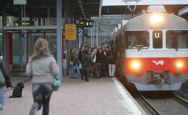 Junaliikenne on keskeytyksissä klo 6-18.