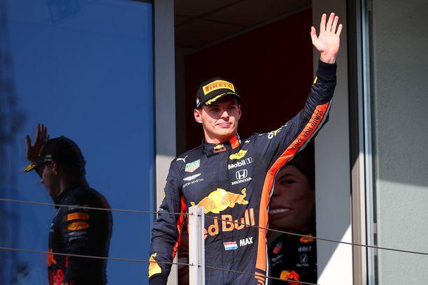 Red Bull saa pitää kultakimpaleensa Max Verstappenin, 21, myös ensi kaudella.