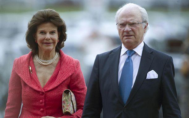 Silvia ja Kaarle Kustaa kiiruhtivat sairaalaan tapamaan pikkuprinsessaa.