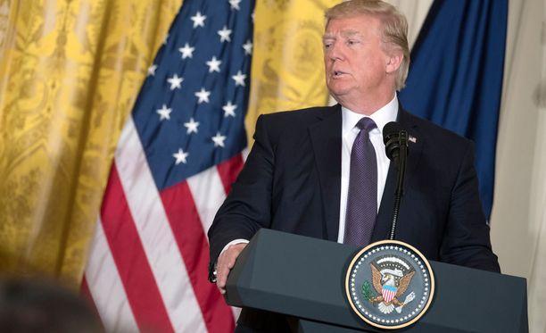 Donald Trump painotti, että Nato-maiden on tehtävä osuutensa sotilasliiton toiminnan rahoittamiseksi. Nato-maiden tulisi hänen mukaansa maksaa kaksi prosenttia bruttokansantuotteestaan sotilasmenoihin.