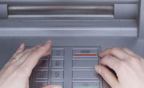 Urkinta tapahtuu usein ravintolassa, joka jälkeen varas suuntaa lähimmälle pankkiautomaatille.