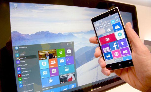 Windows 10 pyrkii sopeutumaan saumattomasti kaikkiin laitteisiin työpöydästä mobiiliin. Kuvassa käyttöjärjestelmää esitellään Saksassa.