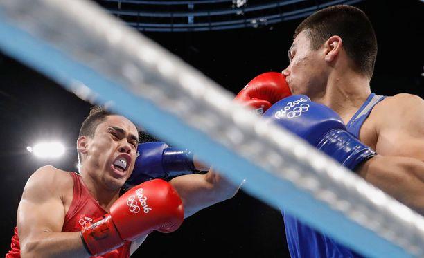 Uzbekistanin Bektemir Melikuziev iskee ja Meksikon Misael Uziel Rodriguez ottaa vastaan. Rodriguez pokkasi pronssia keskisarjassa (75kg), Melikuziev iskee tänään sarjan finaalissa.