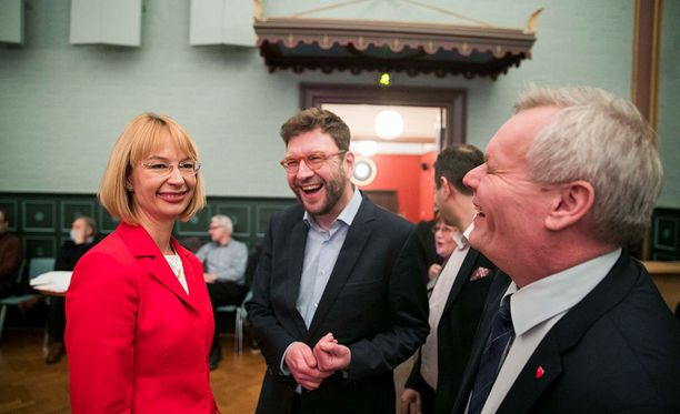 SDP vaatii selkeyttä EU-politiikkaan. Kuva on helmikuun puheenjohtajakamppailun ajoilta: Tytti Tuppurainen, Timo Harakka ja Antti Rinne.