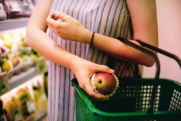 Tutkimuksen mukaan laihduttajat kokivat ruokakaupassa käymisen mukavammaksi kokemukseksi kuin muut.