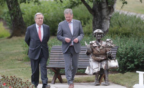 YK:n pääsihteeri Antonio Guterres ja tasavallan presidentti Sauli Niinistö keskustelivat maanantaina Kultarannassa.