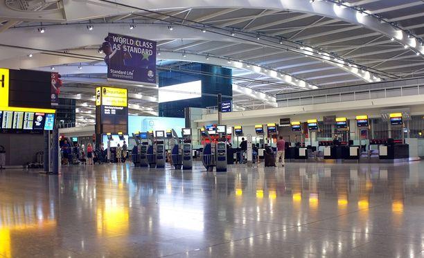Heathrow on valtava lentokenttä, jossa operoi kymmeniä lentoyhtiöitä.