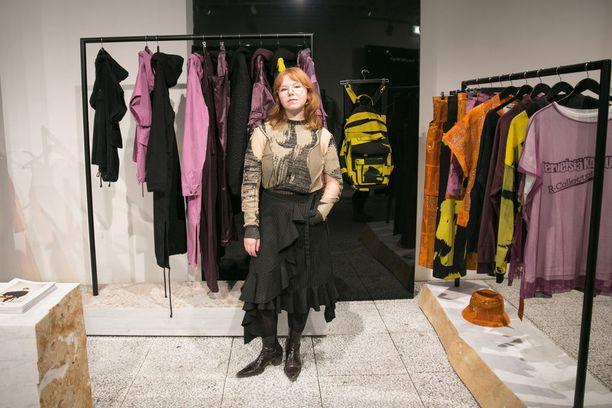 Pariisissa työskentelevä Maria Korkeila loi malliston perinteikkäälle R-Collectionille.
