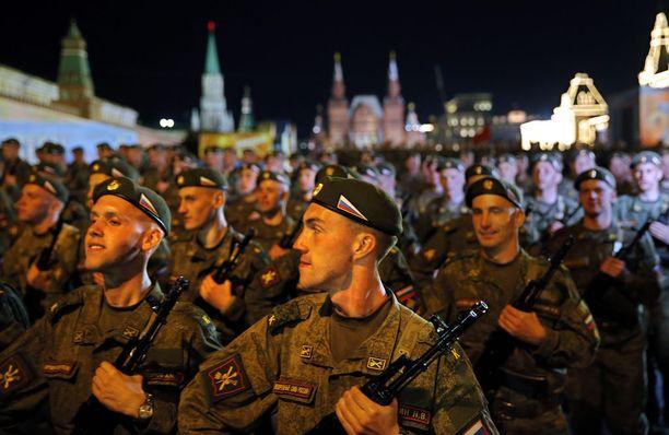 Sotilaallista mahtia Venäjä esittelee eri tilaisuuksissa.