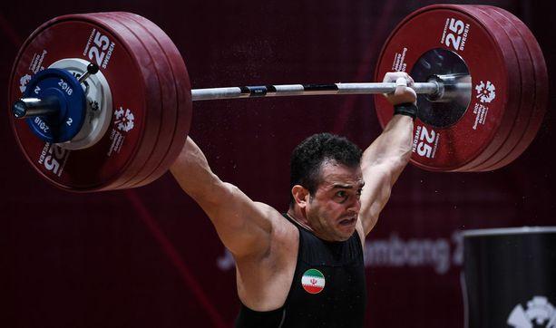 Sohrab Moradi tempaisi 189 kiloa suorille käsille.