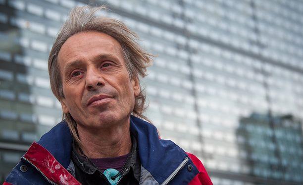 55-vuotias Alain Robert kertoo kiipeävänsä niin kauan kun voimia riittää.