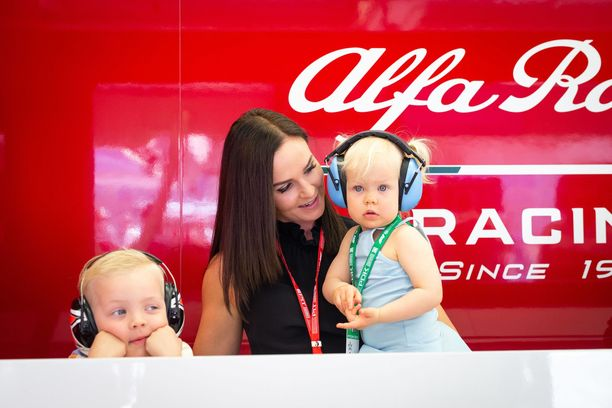 Myös Robin ja Rianna seurasivat Kimin suoritusta Bahrainissa.