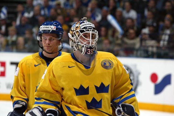 Tommy Salo torjui useita kertoja Ruotsin maajoukkueen maalilla. Kuva vuodelta 2003.