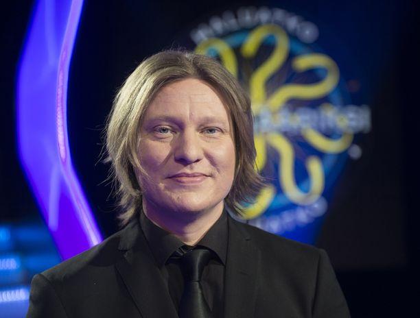 Juontaja Jaajo Linnonmaa on kolmas Haluatko miljonääriksi? -ohjelman juontaja Suomessa. Aiemmin ohjelmaa ovat juontaneet Lasse Lehtinen ja Ville Klinga.