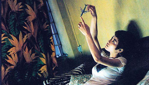 Hongkongilaisen kulttiohjaajan haikeansuloinen elokuva rakkaudesta ja sen kaipuusta. Kuvassa Faye Wong.