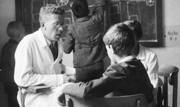 Hans Asperger esiintyi autististen lasten suojelijana.