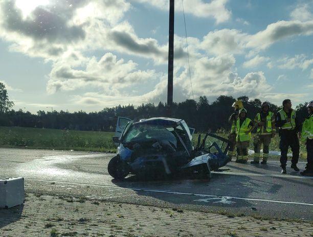 Iltalehden lukija otti kuvan onnettomuuspaikalta.