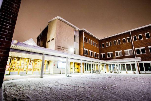 Osa professoreista olisi valmis lakkauttamaan Lapin tai Vaasan yliopiston. Puolet Helsingin Sanomien kyselyyn vastanneista professoreista ei halunnut ottaa asiaan kantaa tai ollut valmis lakkauttamaan yhtäkään yliopistoa.
