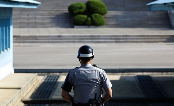Eteläkorealainen sotilas rajavartiossa.