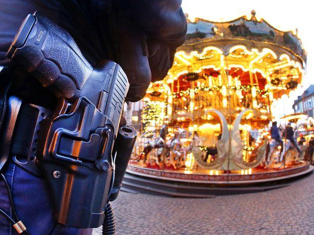 Turvatoimia ympäri Saksaa on kasvatettu iskujen jälkeen.