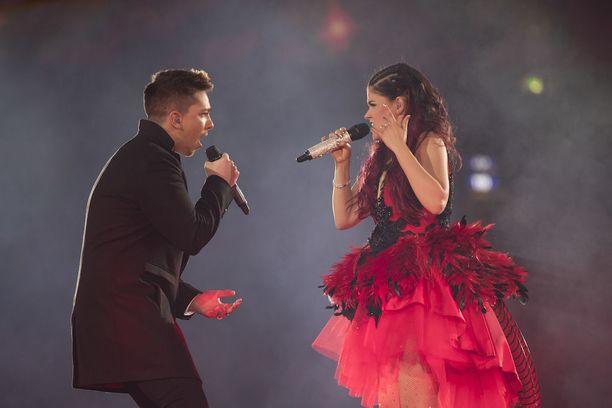 Saara Aalto ja Matt Terry esittivät Bohemian Rhapsody -kappaleen duettona.