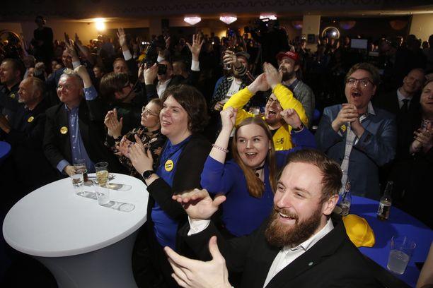 Perussuomalaisten vaalivalvojaisissa oli ilo ylimmillään sunnuntaina.