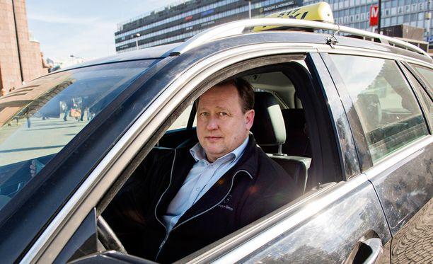 - Yövuoroissa sattuu joskus, että kyyti jätetään maksamatta, sanoo Timo Salonen.