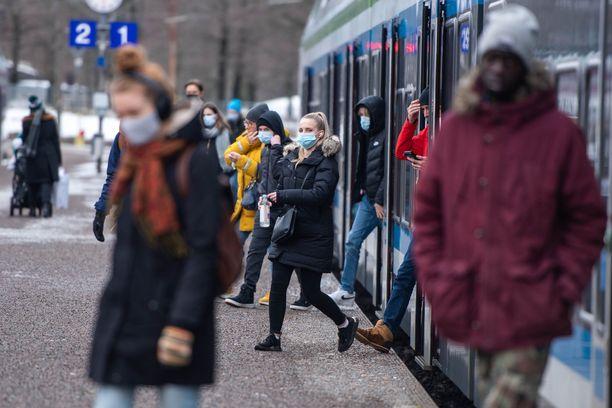 Koko Suomen ilmaantuvuusluku nousi sunnuntaina 123,7:ään.