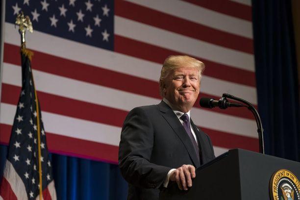 Trump kertoi näkemyksensä terrori-iskuvinkin merkittävyydestä maanantaina Washingtonissa.