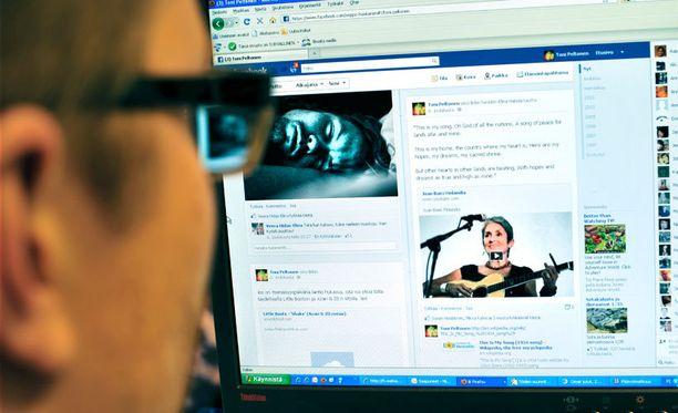 Tutkimuksen mukaan näyttää siltä, että sosiaalisen median suosio vauhdittaa siirtymää paperisesta viestinnästä digitaaliseen.