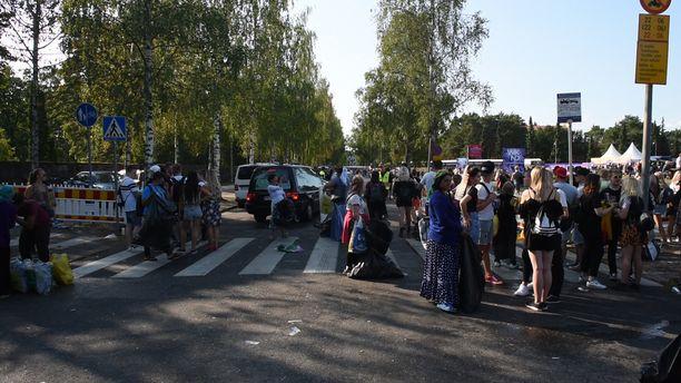 Ruumisautolla oli vaikeuksia liikkua Hietaniemen alueella.
