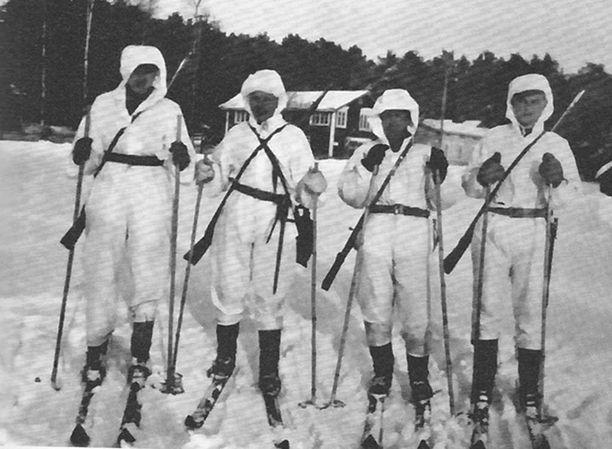 Monikansallinen hiihtopartio: Alvar Sarkanen, Byrne Viking Richards, Harold Durrant ja Charles Mellin.