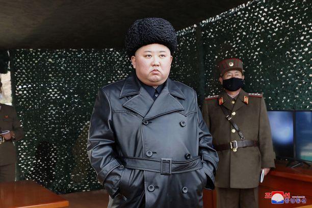 Kim Jong-un valvoi ohjuskokeita viikko sitten.