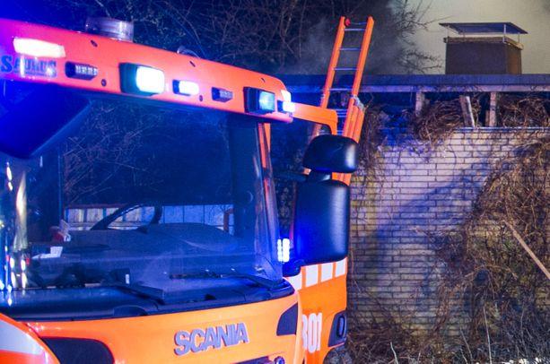 Rivitalon kaikki neljä asuntoa kärsivät pahoja vahinkoja sunnuntaiaamuna Tervolassa syttyneessä tulipalossa (arkistokuva).