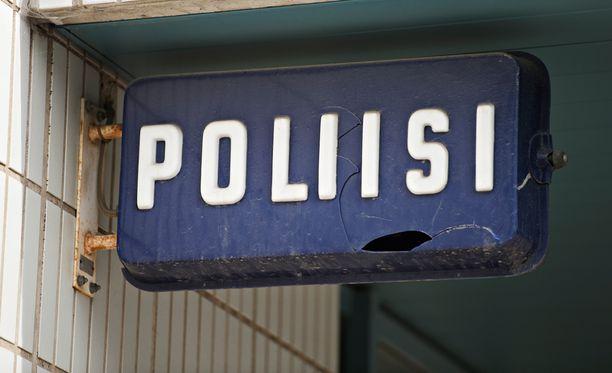 Poliisi kertoo tiedotteessaan, että 24-vuotias mies vietiin Turun keskustasta putkaan hieman ennen kello 23:a lauantaina.