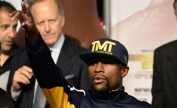 Floyd Mayweather junior poistui kehästä voittajana.